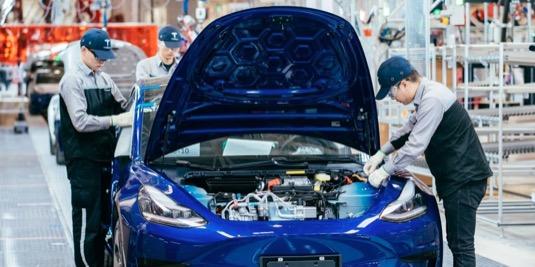 auto elektromobil Tesla Model 3 výroba Gigatovárna 3 Čína Šanghaj