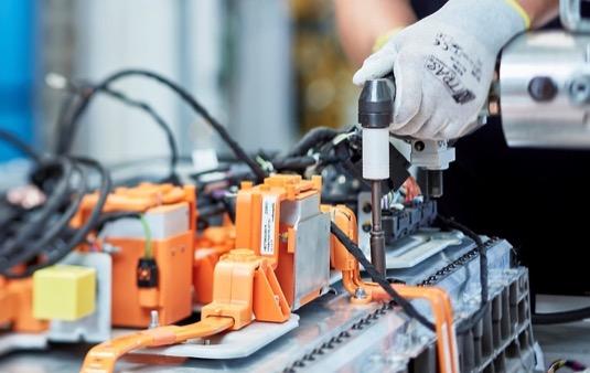 auto výroba baterií Daimler