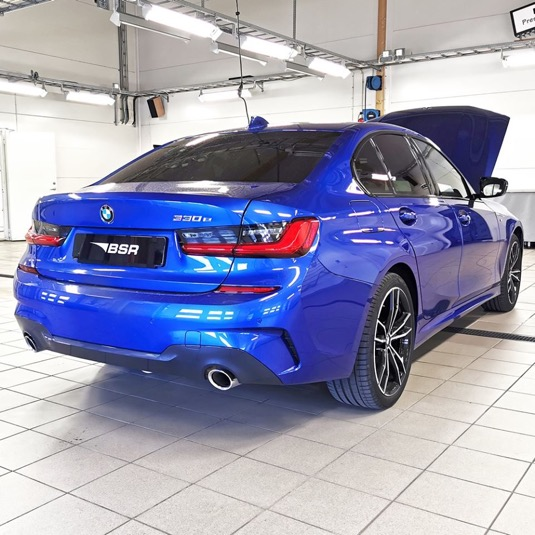auto BMW 330e plug-in hybrid