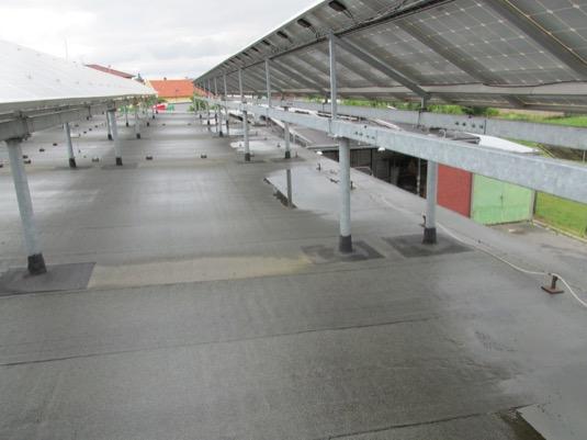 Zatímco nejmenší elektrárny na střechách vesnických obchodů produkují kolem 5000 kWh, ty největší, které jsou umístěny například na skladech či střechách větších prodejen, vyrobí přes 50 000 kWh ročně.