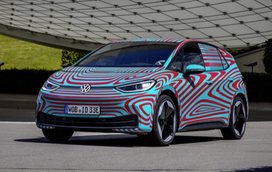 """Šéf prodeje Volkswagenu Jürgen Stackmann: """"Úspěch předběžné registrace zájemců ukazuje, že ID.3 přichází ve správný okamžik."""""""