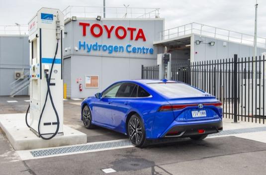 Součástí Toyota Hydrogen Centre je i sklad a čerpací stanice na vodík