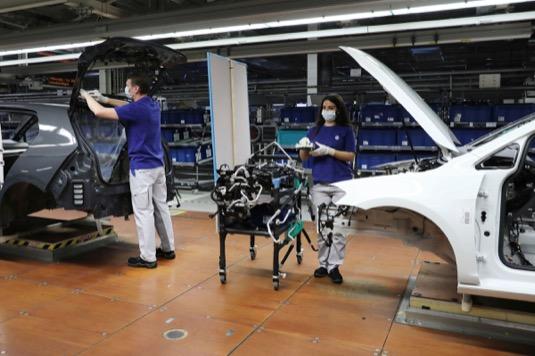 Značka Volkswagen osobní vozy zahájí v týdnu od 20. dubna výrobu v Cvikově a Bratislavě. Od 27. dubna budou postupně obnovovat výrobu ostatní výrobní závody značky Volkswagen v Německu, Portugalsku, Španělsku, Rusku, Jižní Africe a Severní i Jižní Americe.