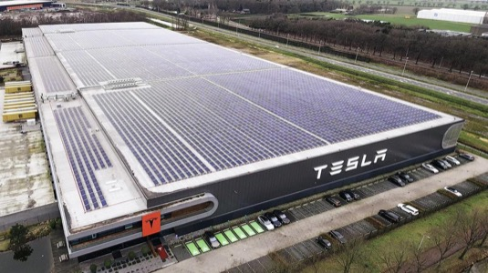 auto továrna Tesla Tillburg Nizozemsko