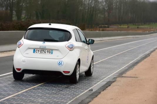 auto elektromobil Renault Zoe solární silnice Wattway