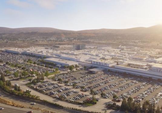 auto továrna Tesla Fremont