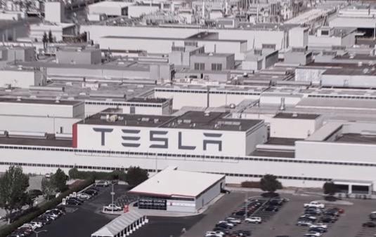 továrna Tesla Fremont na výrobu elektromobilů