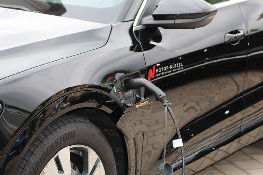Elektromobily jsou i u českých řidičů čím dál tím oblíbenější