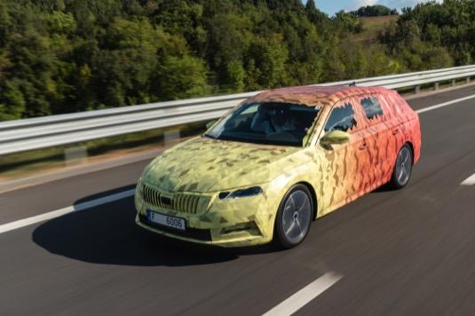 Nová Škoda Octavia nabídne emotivní vzhled vozu, výborné aerodynamické vlastnosti a full LED Matrix světlomety.