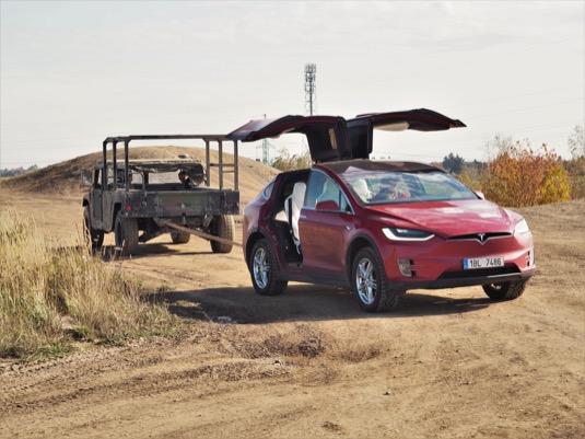 Humme versus Tesla Model X