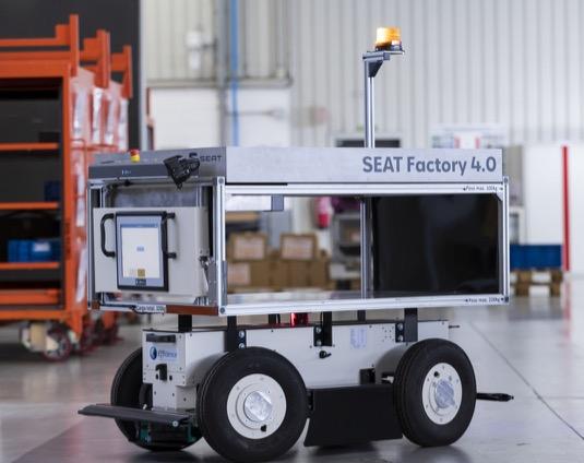 EffiBOT je autonomní, spolupracující mobilní robot, který se přizpůsobuje potřebám zaměstnanců, aby jim usnadnil práci