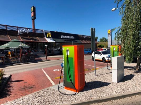 auto elektromobily nabíjecí stanice ČEZ McDonalds Karlovy Vary