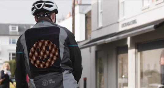 """Cílem kampaně """"Share the Road"""" je podporovat sounáležitost mezi různými skupinami účastníků silničního provozu. Ford věří, že z většího rozvoje bezpečné cyklistiky budou nakonec těžit všichni."""