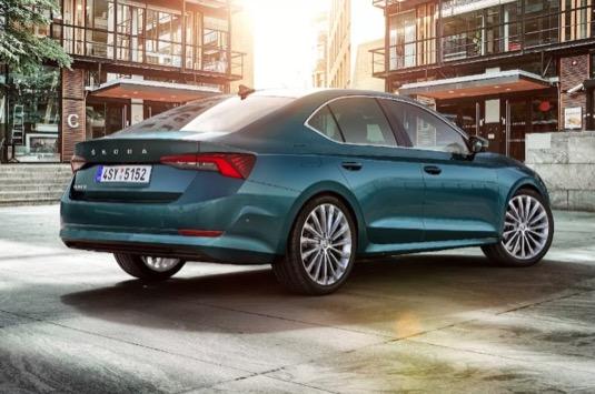 Co znamenají nové emisní limity pro automobilky, co pro zákazníky a jak se kvůli normám změní trh?