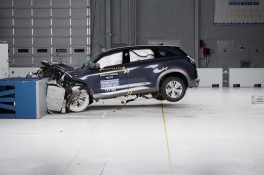 Auto na vodík Hyundai Nexo v nárazovém testu