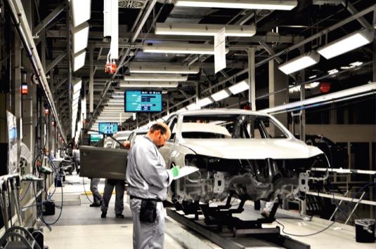 auto automobilový průmysl továrna výroba
