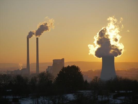 Snížení emisí se týká především koncentrace oxidu dusičitého (NO2) v souvislosti se snížením dopravy a omezeným vycházením v důsledku šíření koronaviru COVID-19.