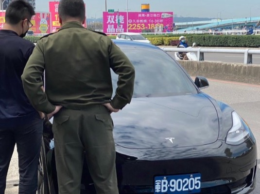 auto elektromobil Tesla Model 3 Tchaj-wan armáda
