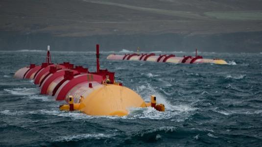 Stroje navržené společností Pelamis Wave Power se zkoušejí v testovací oblasti Billia Croo Evropského centra pro mořskou energii (EMEC) na Orknejích ve Skotsku.
