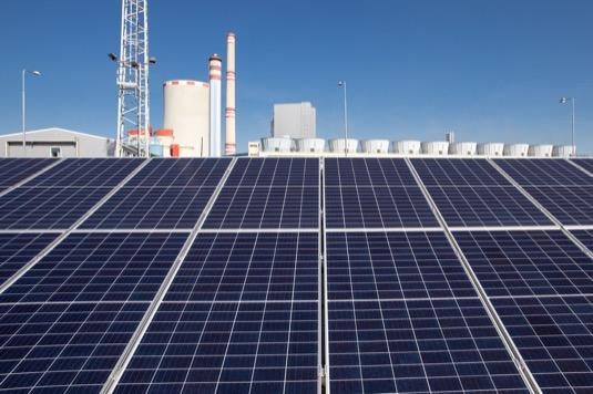 Malá výkonem, ale velká svým potenciálem. To je nová solární elektrárna v Ledvicích.