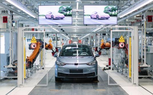 auto výroba elektromobilu Volkswagen ID.3 v továrně Zwickau (Cvikov)