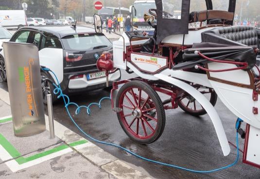 E-fiakr bude v centru Vídně k vidění i v dalších týdnech a Wien Energie jej také chce využívat při akcích pro veřejnost.