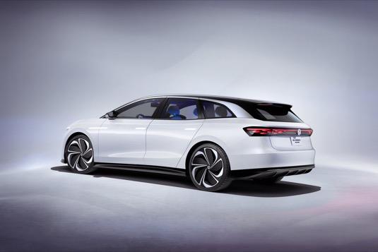 """Koncept elektromobilu ID. SPACE VIZZION definuje podle koncernu Volkswagen zcela nový segment vozidel: aerodynamikou cestovního automobilu kategorie """"gran turismo"""" a vnitřním prostorem SUV"""
