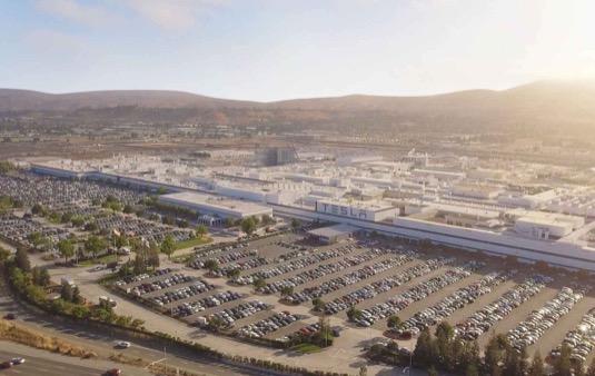 auto továrna Tesla Fremont výroby elektromobilů Tesla Model 3