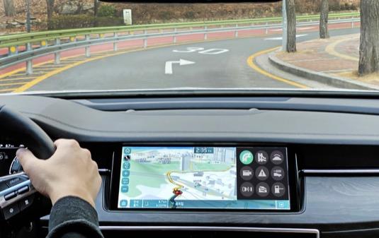 Informační a komunikační technologie ICT (Information and Communication Technology) zajišťují optimální automatické řazení převodových stupňů na základě průběhu trasy a stavu dopravy