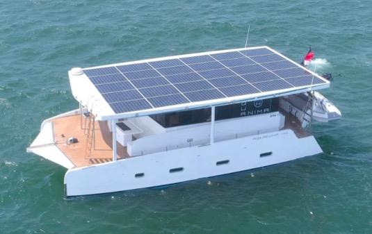 solární elektrická loď elektrokoloď typu Aquanima 40 Solar Eclipse