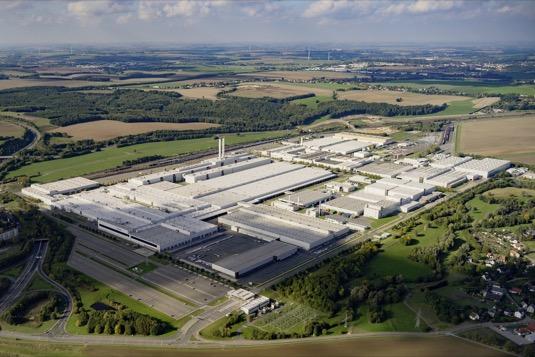 Cvikov bude největším a nejvýkonnějším závodem na výrobu elektromobilů v Evropě. Slavnostního aktu zahájení výroby se zúčastní Dr. Angela Merkelová.