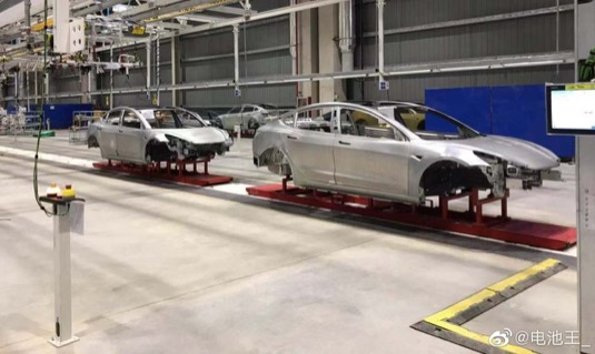 první kusy elektromobilu Tesla Model 3 vyrobené v Číně