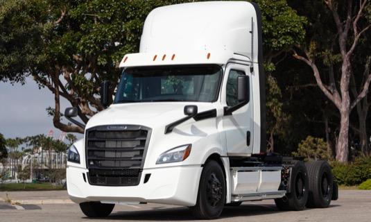 auto elektromobil elektrický tahač Daimler Freightliner eCascadia