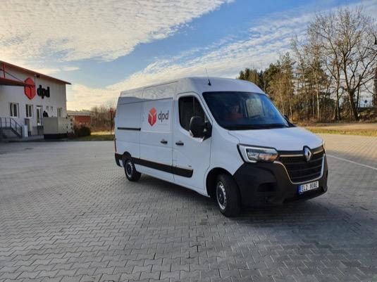 Elektrická dodávka Renault Master Z.E. poskytuje větší přepravní kapacitu a kurýrům by měla pomoci s doručováním v náročnějším dopravním provozu.