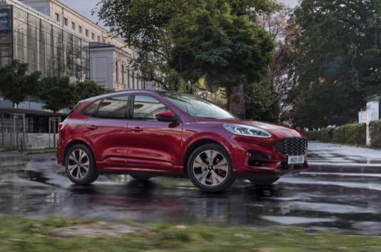 Spotřeba paliva se mezigeneračně snížila bezmála o 30 procent. Kuga Plug-In Hybrid umožňuje jízdu pouze na elektrický pohon.